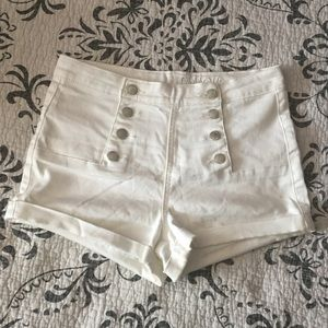 🛍NEW LISTING🛍🌺B2G2 Free🌺 White shorts